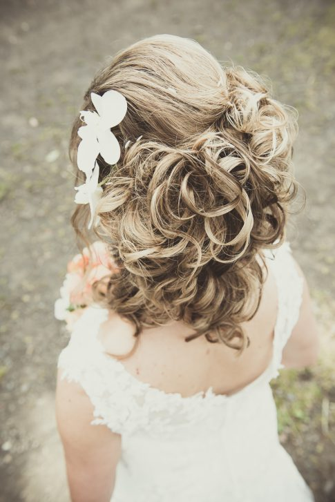 Kopfschmuck einer Braut am Hofgut Imsbach in Theley im Saarland