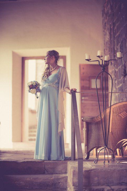 Braut im Kloster Hornbach in Rheinland-Pfalz und Hochzeitsfotograf