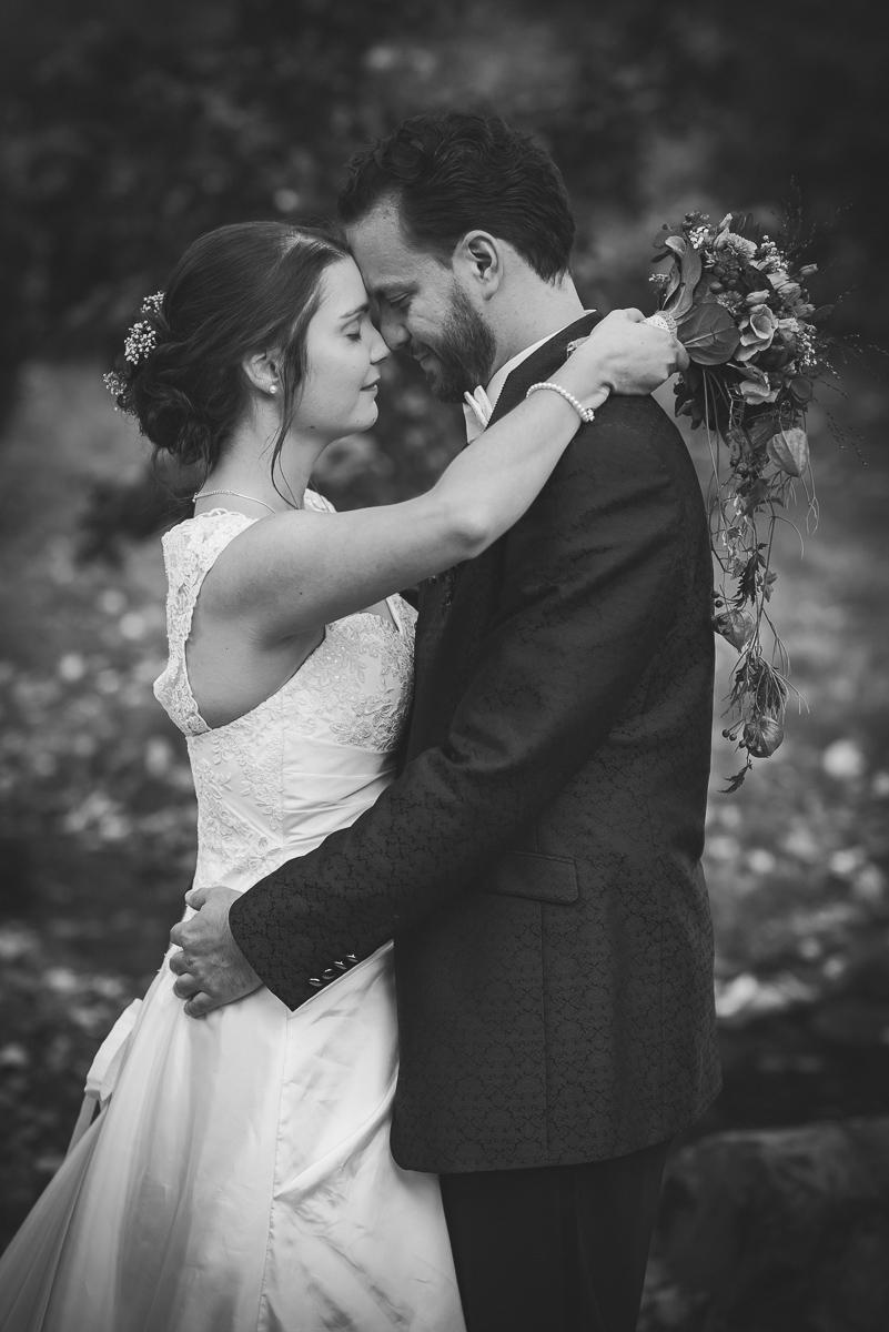 Emotionales Hochzeitsbild von eurem Hochzeitsfotografen