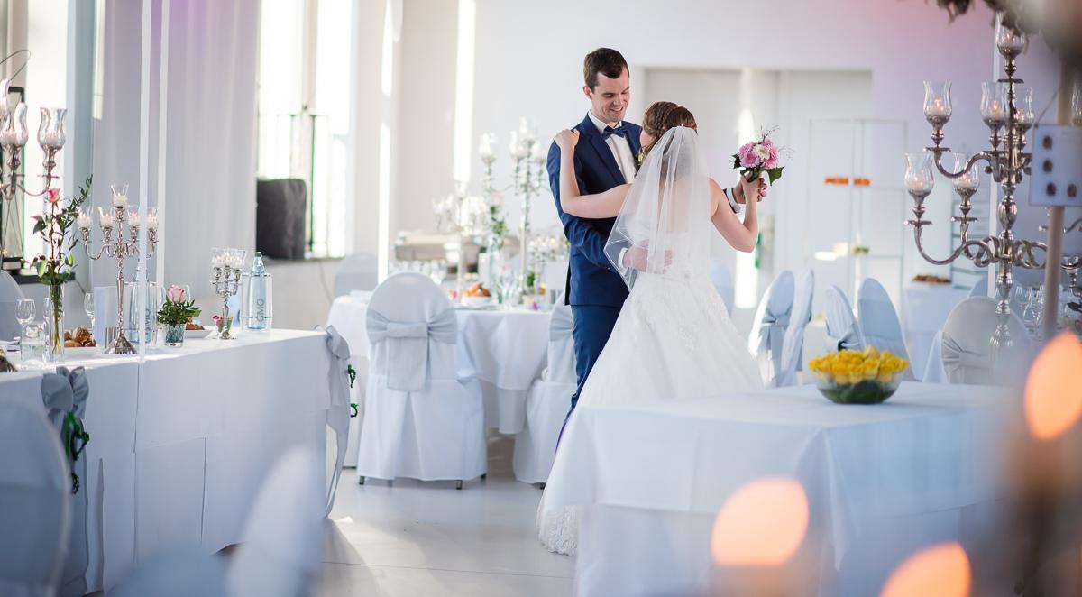 Hochzeitspaar in Hochzeitslocation im Saarland